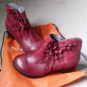 Socofy Flower Boots NWOT